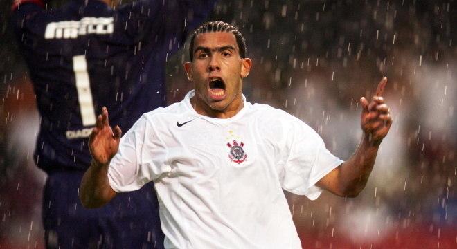 Carlitos Tevez jogou no Corinthians em 2005 e 2006