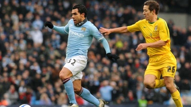 Tevez surpreendeu quando foi anunciado pelo rival do United, o Manchester City em 2009. Nos Citizens, foram 148 jogos, com 73 gols marcados, vencendo a Premier League de 2011-12.