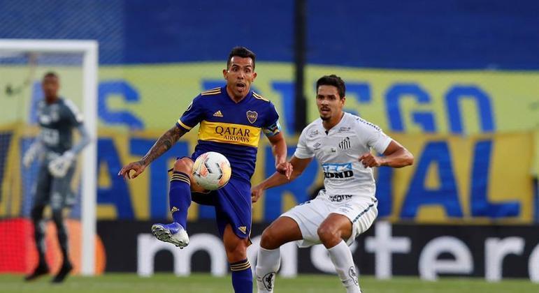 Tevez, destaque do Boca, foi muito bem marcado por Lucas Veríssimo