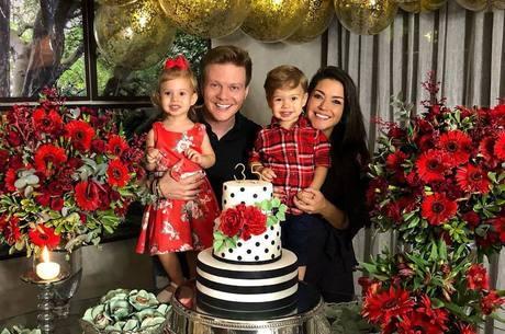 Thais ganhou festa surpresa da família