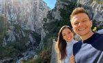 Teló e Thais viajaram sem os filhos, Melinda e Teodoro, e estão curtindo dias de lua de mel