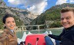 O casal está hospedado na cidade de Nice, localização romântica e que recebe turistas do mundo todo