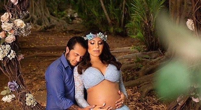 Thammy Miranda e Andressa Ferreira em uma linda foto do ensaio gestante
