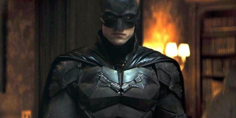 A filmagens de The Batmantiveram de ser paralisadas devido à pandemia. Com isso, a data de estreia foi remarcada, prevista para outubro de 2021, mudou para para março de 2022