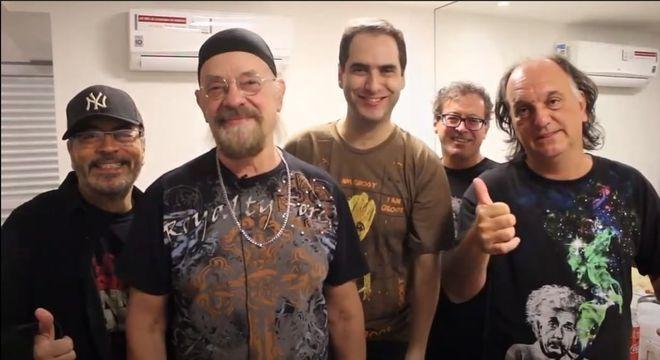 Banda The Fevers promete muitos sucessos durante live