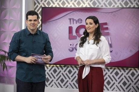 Carlos e Cíntia Cuccato comandam o The Love School - Escola do Amor deste sábado (9)