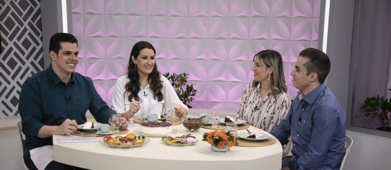 O casal Rodrigo e Deise faz participação especial no Hora do Cafezinho deste sábado (9)