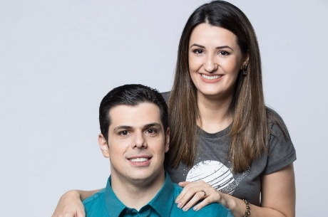 Carlos e Cintia Cucato comandam o programa deste sábado (31)