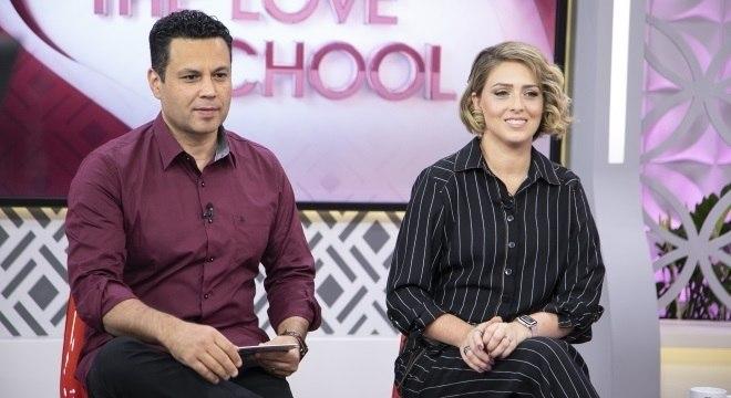 Renato e Cristiane Cardoso comandam o The Love School nas tardes de sábado da Record TV