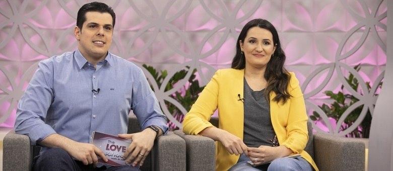 Carlos e Cíntia Cuccato comandam o The Love School - Escola do Amor deste sábado (26)