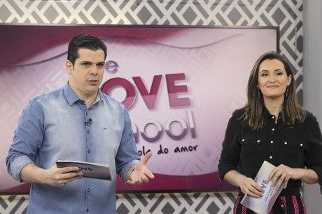 Carlos e Cintia Cuccato apresentam o programa deste sábado (4)