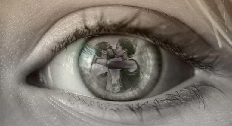 Envolvimento emocional é uma das semelhanças entre traição física e virtual