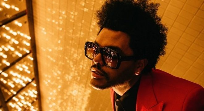"""The Weeknd nos transporta para os anos 80 em """"Blinding Lights""""; ouça"""