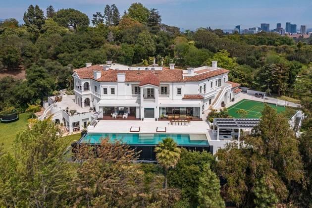 A mansão de cerca de mais de 3 mil metros quadrados fica em Bel Air, Los Angeles, nos Estados Unidos