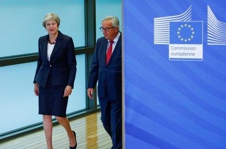 Theresa May chega a Bruxelas nesta quarta-feira (21)
