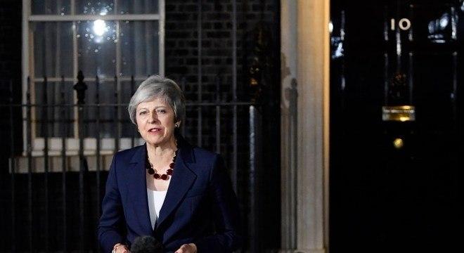 Theresa May assumiu cargo após ficar sozinha na disputa