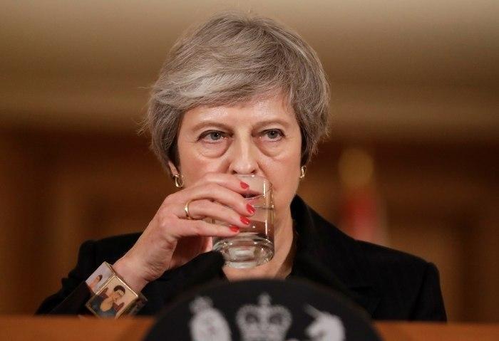Irlanda do Norte alerta premiê britânica sobre acordo do Brexit