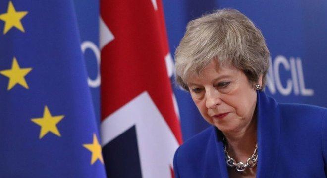 O acordo de Theresa May perdeu por ampla maioria