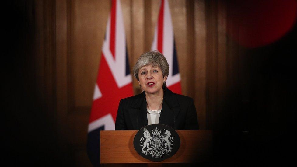 Brexit: População está 'cansada' e precisa de uma decisão do Parlamento, diz May