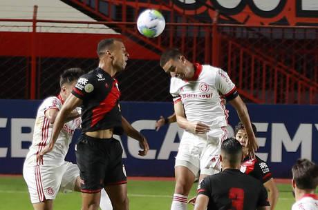 Thiago Galhardo está há cinco jogos sem marcar gol