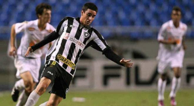 Thiago Galhardo - Botafogo - Poucos se recordam, mas o meia que hoje brilha no Internacional, já vestiu a camisa do Botafogo. Foi contratado em 2011, após passagem pelo Bangu. O próprio atleta confessou, em entrevista recente, que a fama o atrapalhou no clube carioca.