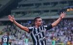 Sob polêmicas, ele rescindiu contrato com Cruz-Maltino e assinou com o Ceará. Pela equipe ele voltou a mostrar bom futebol e se destacar. Em 34 partidas, ele marcou um total de 14, sendo considerado um dos heróis da permanencia do clube na primeira divisão do Campeonato Brasileiro