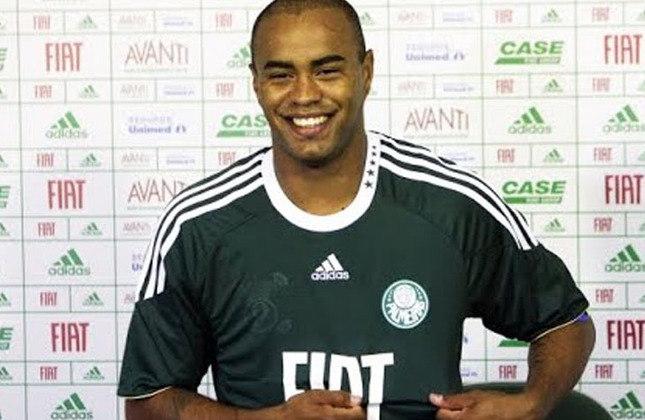 Thiago Heleno: Xerife do Athletico-PR nas últimas temporadas, o zagueiro Thiago Heleno atuava por empréstimo ao Palmeiras, onde ficou de 2011 até 2011.