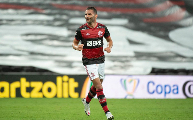 Thiago Maia é outro que veste a camisa do Flamengo.