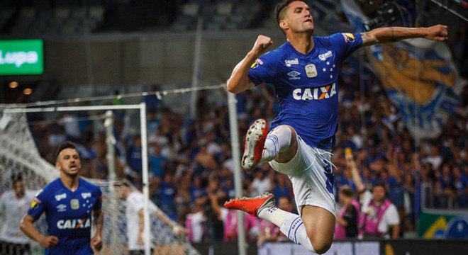 Thiago Neves garantiu a vantagem do Cruzeiro. Só precisa empatar no  Itaquerão. a95314409c2a9