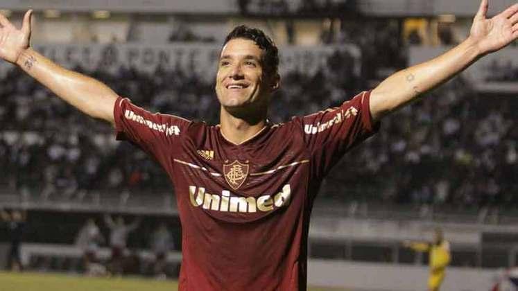 THIAGO NEVES assinou um pré-contrato em 2007 com o Palmeiras. Entretanto, acabou ficando no Fluminense no ano seguinte.