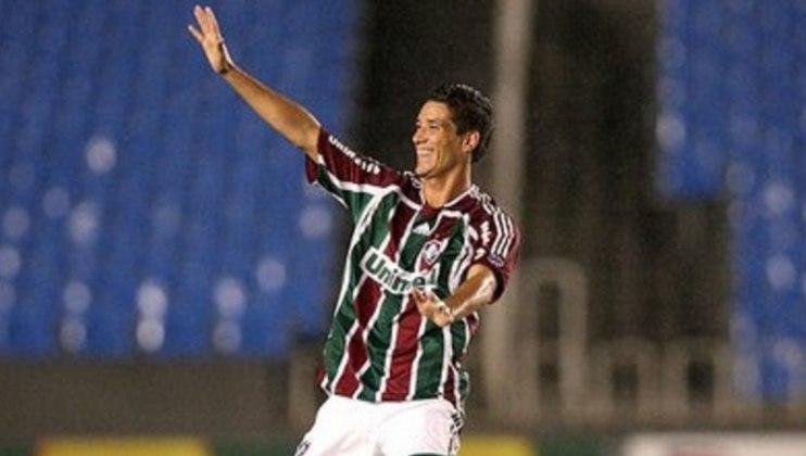 Thiago Neves -Em 2008, o meia marcou três gols no tempo normal, e tinha tudo para virar o herói do título do Fluminense na Libertadores; porém, perdeu sua cobrança na decisão de pênaltis e viu o goleiro Cevallos e sua LDU comemorarem
