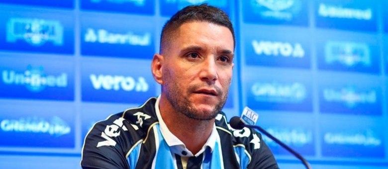 """A última delas foi após a derrota do Grêmio para o Universidad Católica, na Libertadores, na noite de quarta-feira (16). Com contrato rescindido recentemente, ele postou no Twitter: """"Continuo sendo culpado?"""""""