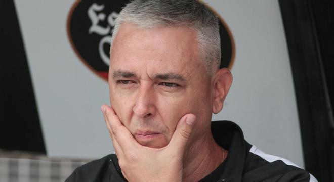 Tiago Nunes não esperava que vazassem suas rígidas regras na concentração