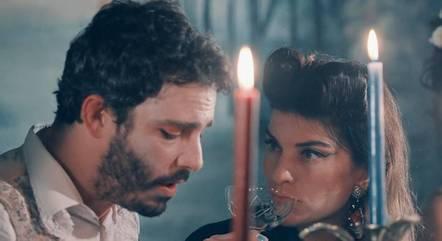 Thiago Rodrigues e Joana Balaguer  em cena do clipe