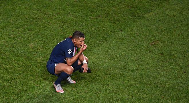 Última imagem de Thiago Silva no PSG. Vendo a festa do Bayern, campeão da Champions