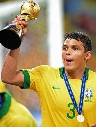 THIAGO SILVA- Considerado por muitos como o melhor zagueiro brasileira dessa geração, Thiago Silva percorreu uma carreira muito vitoriosa principalmente pelo PSG e Seleção Brasileira. Aos 36 anos, ele inicia um novo desafio no Chelsea