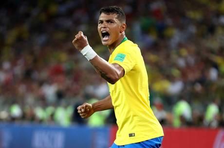 Thiago Silva em partida contra a Sérvia