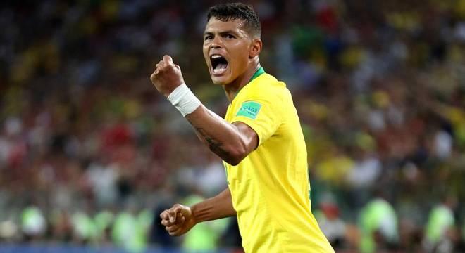 ee39e69983 Thiago Silva é primeiro zagueiro do Brasil a marcar em duas Copas ...