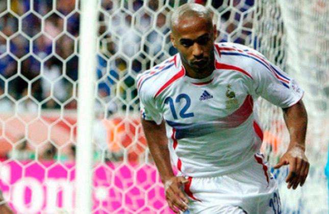 Thierry Henry - Algoz do Brasil na Copa de 2006, o francês também anotou seis gols em 11 jogos na Eurocopa