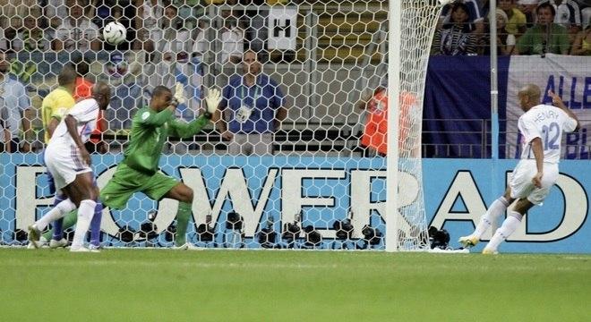 Thierry Henry, da França, marcou o gol que eliminou o Brasil da Copa de 2006