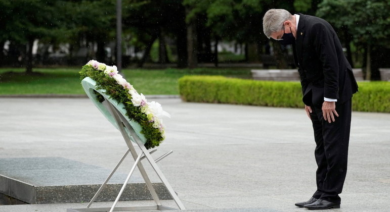 Bach visitou Hiroshima, uma das cidades atinginda pela bomba atômica na Segunda Guerra