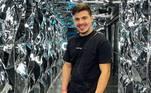 Nas redes sociais, Thomaz é querido pelos seguidores. Ele mostra seu dia a dia, suas viagens e é muito elogiado pela diciplina na rotina de exercícios