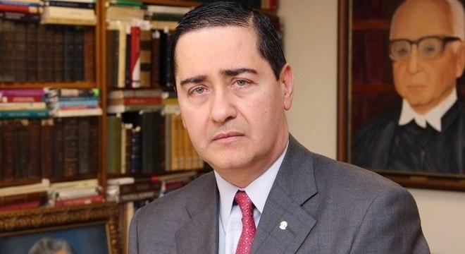 Thompson Flores revogou o habeas corpus e manteve Lula na prisão
