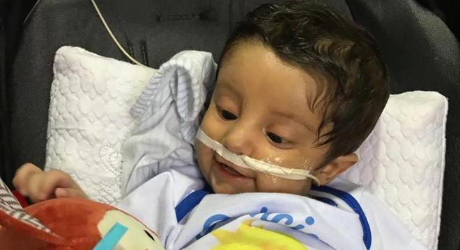 O bebê Tiago Aguiar, de 6 meses, apresenta doença genética rara