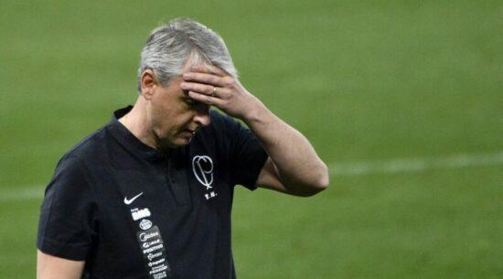 Andrés já ficou irritado com a eliminação na Pré-Libertadores. Mas segurou Tiago Nunes