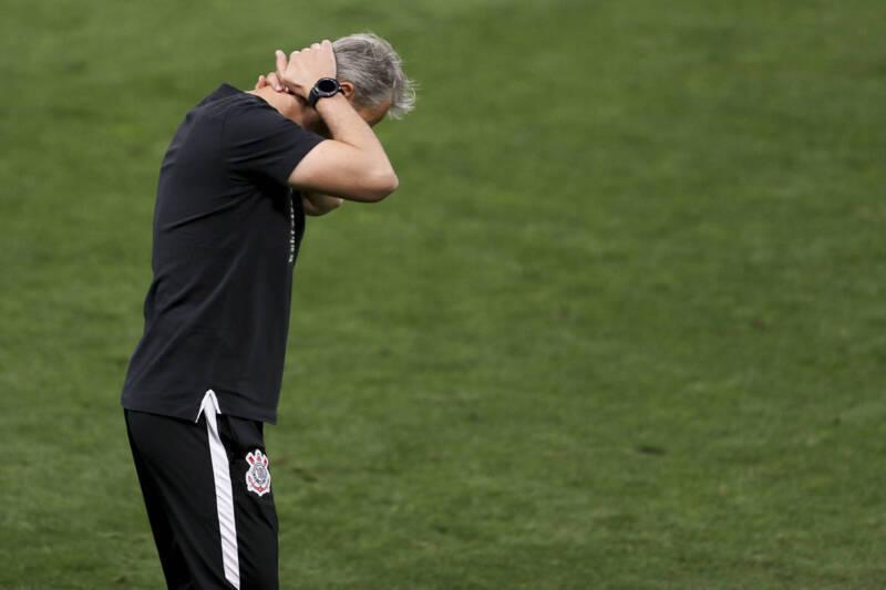Tiago Nunes está cada vez mais angustiado. Mas não vai pedir demissão