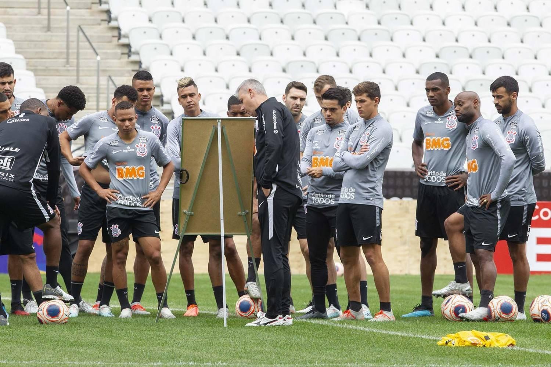 Tiago Nunes impôs regras do autoritário Athletico. Conseguiu se isolar dos jogadores