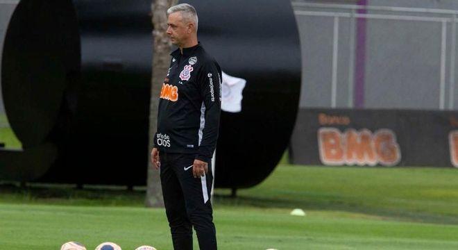 Tiago  Nunes, Eliminação da Libertadores. E risco alto de vexame no Paulista