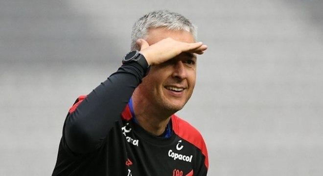 Tiago Nunes deixou o Athletico-PR para assumir o Corinthians