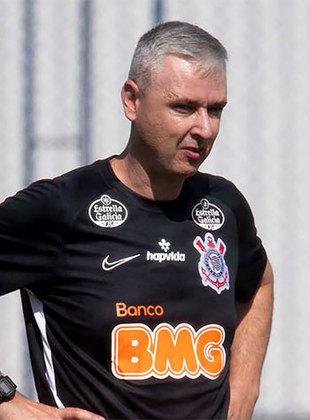 Tiago Nunes: O Corinthians demitiu o técnico Tiago Nunes no dia 11 de setembro, após uma derrota do time para o arquirrival Palmeiras. O treinador de 40 anos se destacou ao ganhar a Copa do Brasil de 2018 e a Sul-americana de 2019 com o Athletico Paranaense